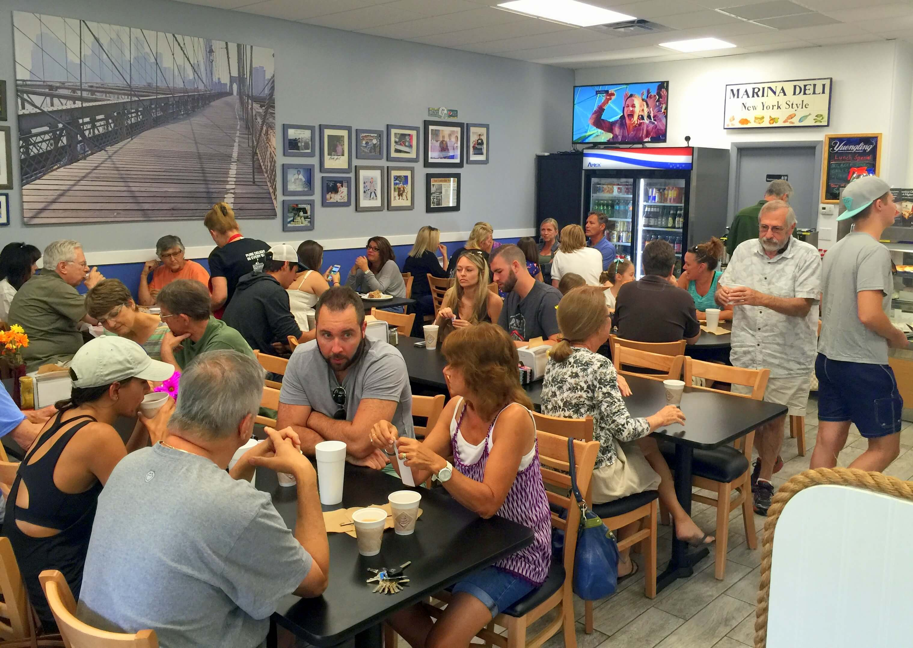 marina deli fort lauderdale filled with customers reduced